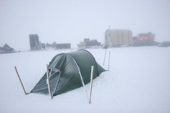 Crew negotiates first overland cargo route to ice cap research station