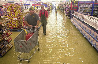Hundreds flee flooding in Southeast