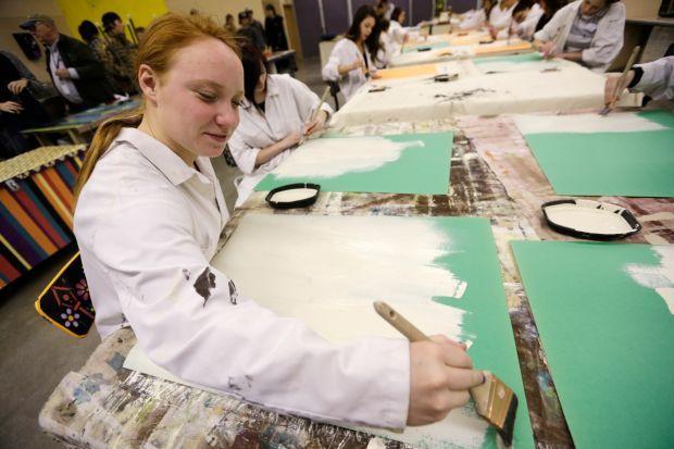 Linnaya Luoma paints