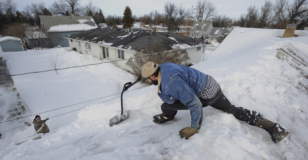 High Quality Roof Shoveling