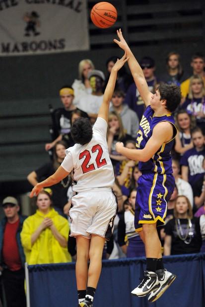 Laurel's David Swecker puts up a one-handed shot