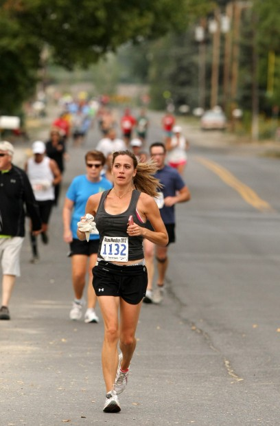 A line of competitors in the Montana Marathon