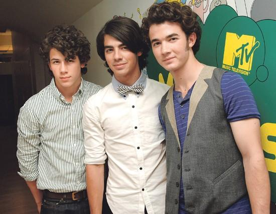Jonas brothers. Sibs are not just another boy band