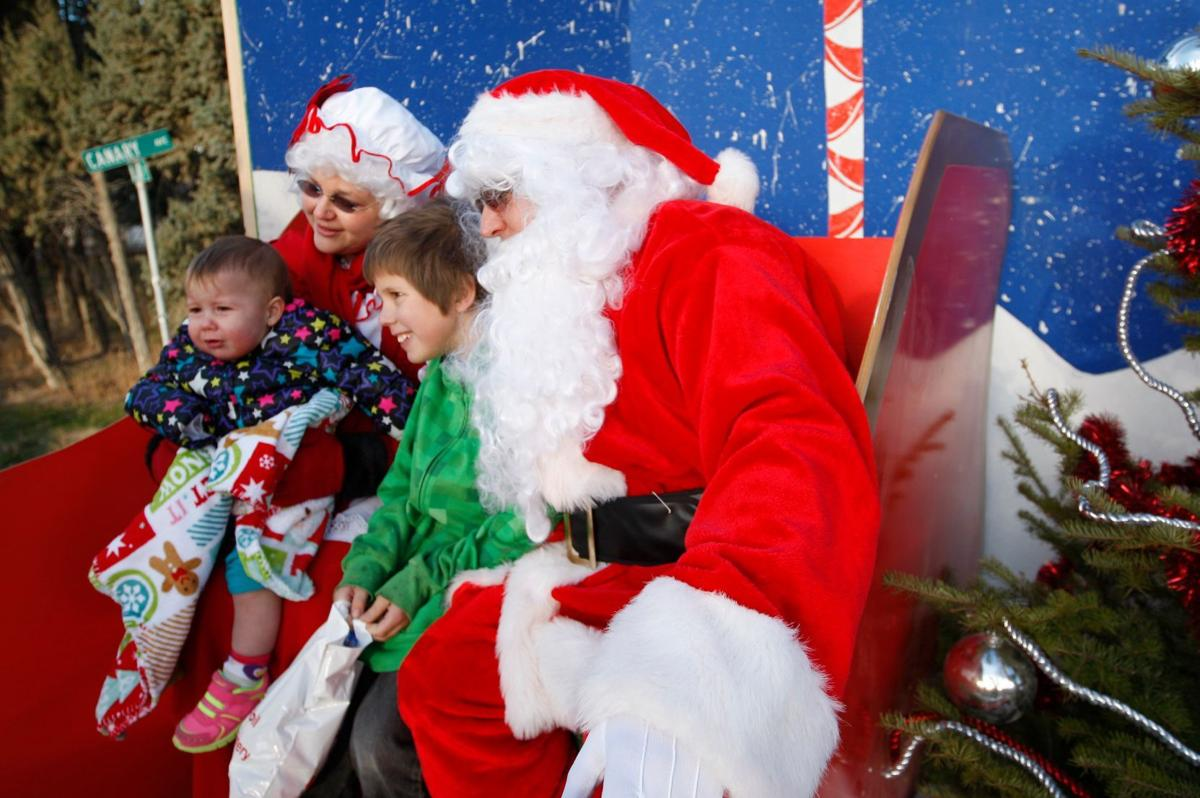 Santa, Mrs. Claus spread joy to Lockwood kids at annual Christmas ...