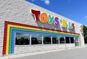 Planet Fitness moving into Toys 'R' Us building
