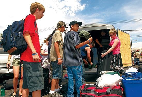 Teen volunteers help flood cleanup