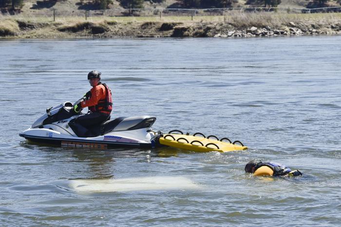 Person, dog found dead in truck submerged in Missouri River near Craig