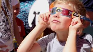 Video: How to protect your eyesight during a solar eclipse