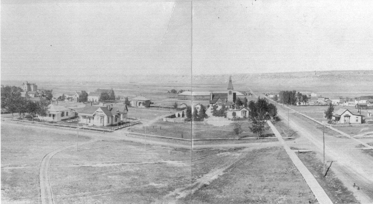 Downtown looking north, 1895