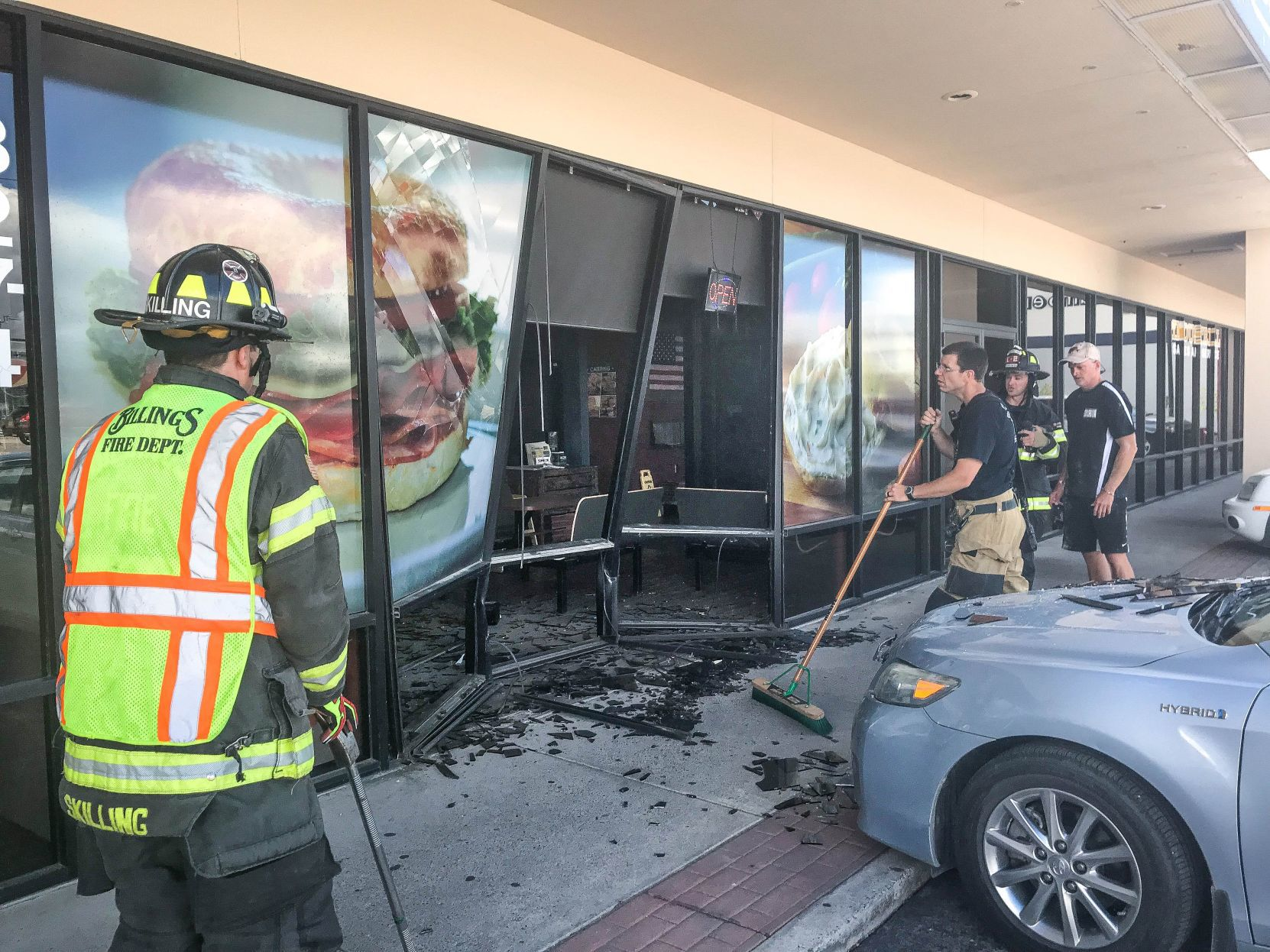 No serious injuries after 15-year-old driver crashes into Billings West End bagel shop | Billings Gazette