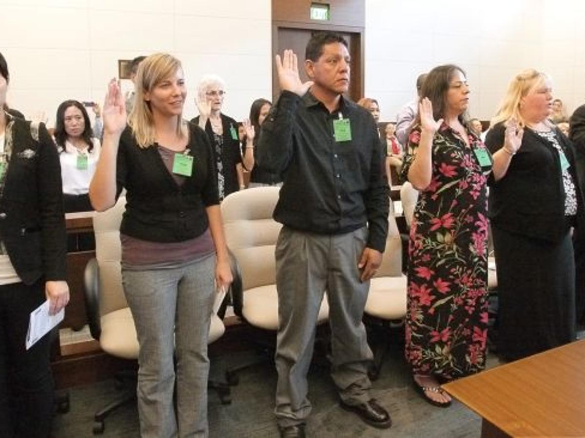 It S Kind Of A Surreal Moment 15 People Sworn In As New Americans On Thursday Local News Billingsgazette Com