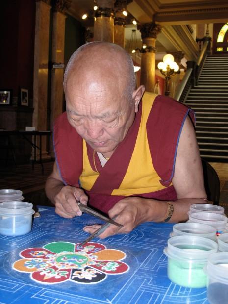 Tibetan monk creates sand mandala