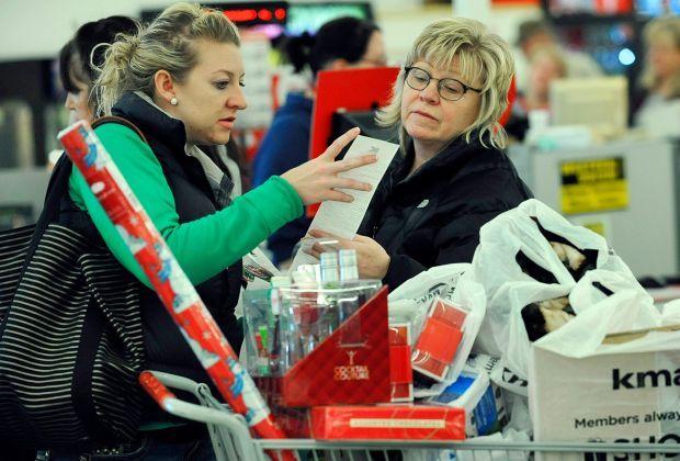 Patti Pollock and her daughter Alicia shop
