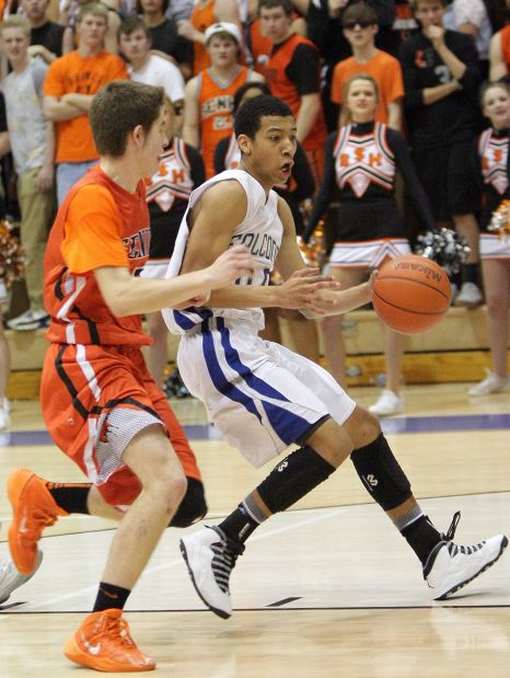 Skyview's Kendal Manuel, 00, looks to shoot