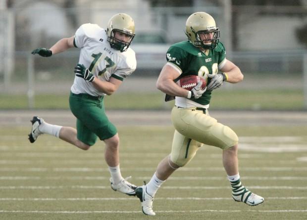 Tyler Miller reels in a pass