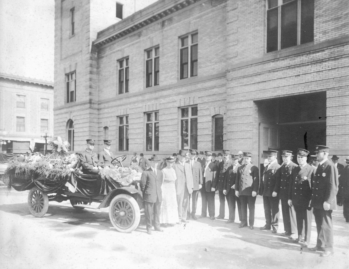 Montana police memorial exercise, 1915