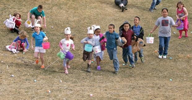 Kids scramble for eggs
