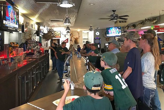 Kramer in bar