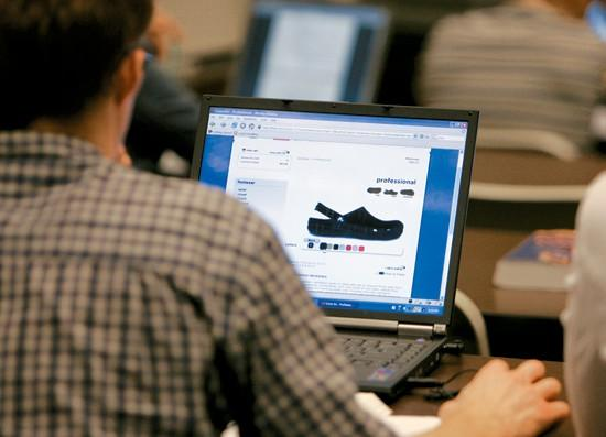 Professors ban in-class Web surfing