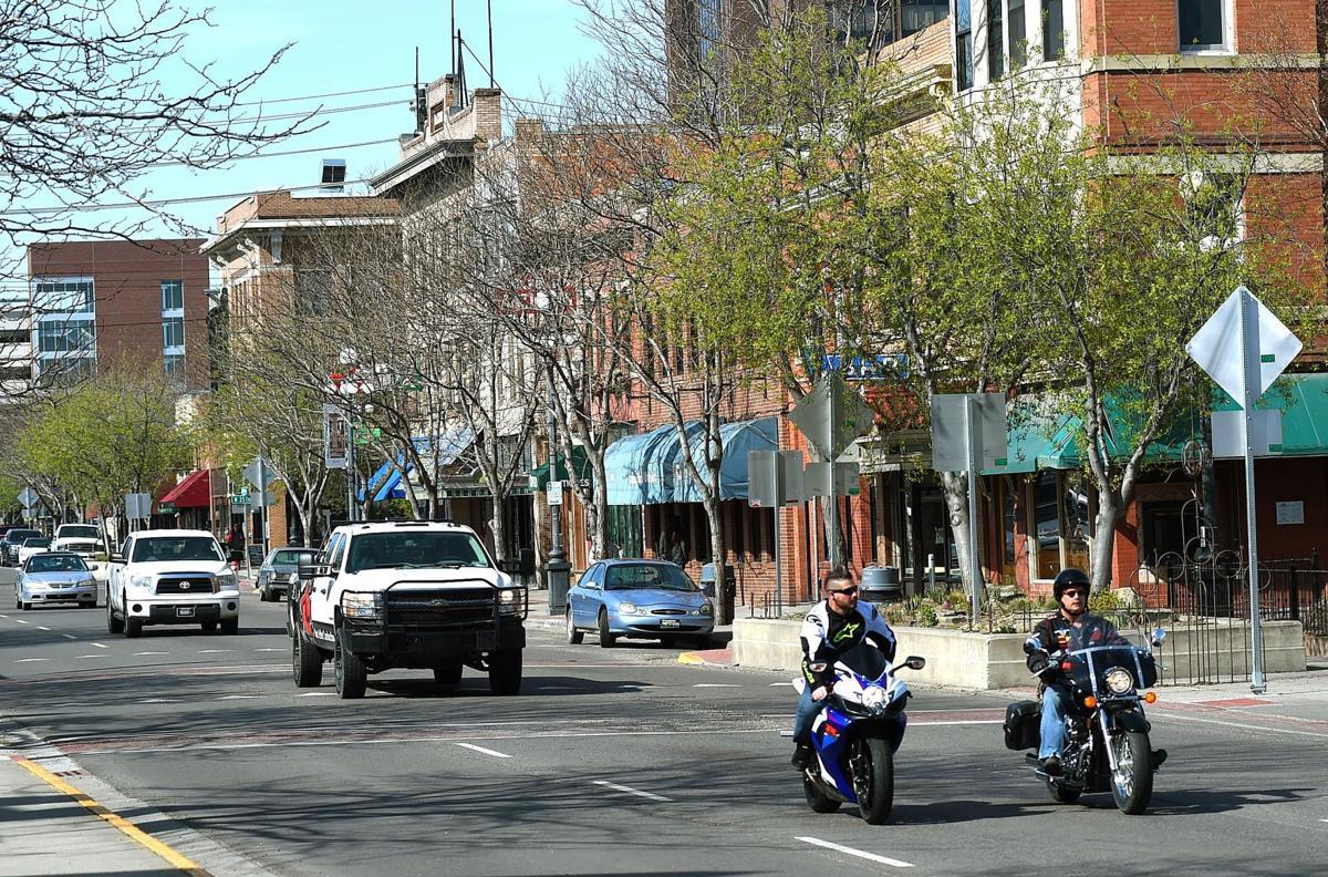 Montana Avenue traffic scene