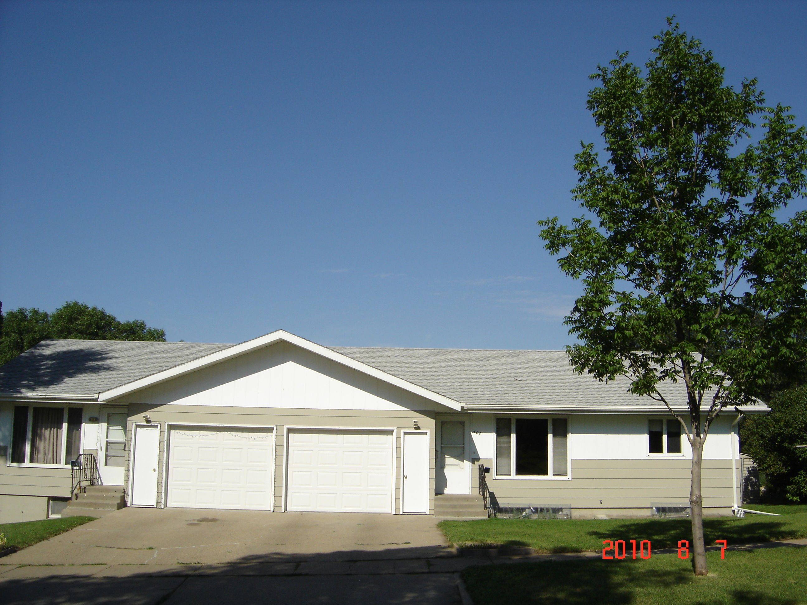3-bedroom, 1 and 1/2 bathroom.   Home living at this spacious side by side duplex! image 1