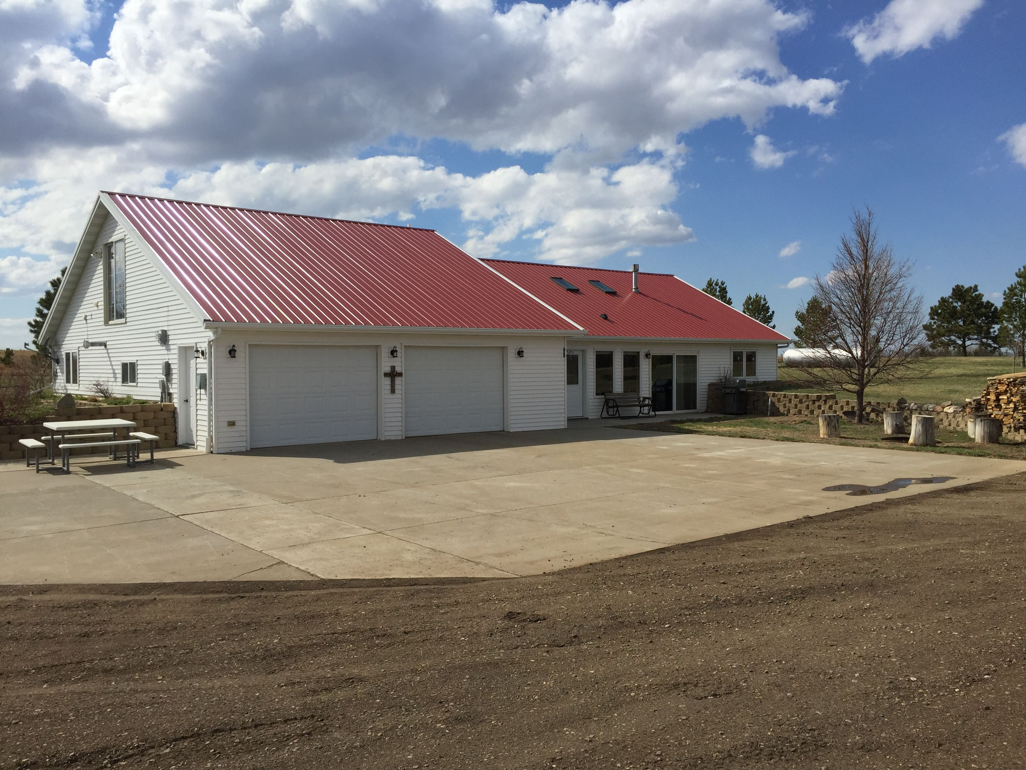 Country home. Easy living with updates, prairie views and 40 acres cross fenced for hay and pasture. image 2