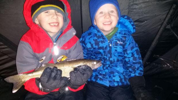 020915-dak-ice-fishing-kids-3