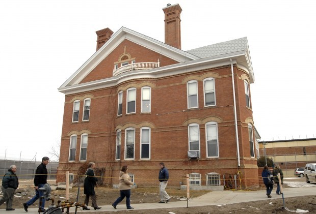 Historical Society Tours the Warden's House