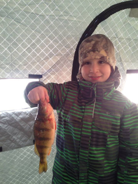020915-dak-ice-fishing-kids-1