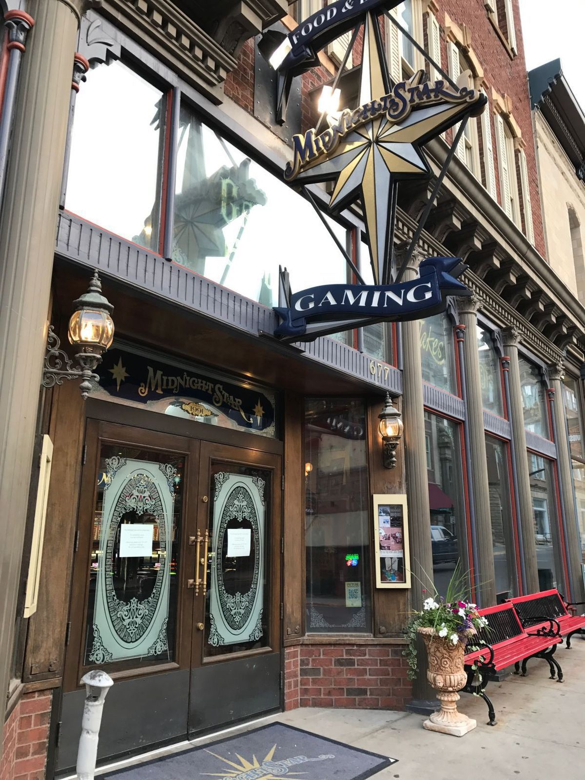 lights go out on kevin costner u0026 39 s midnight star in deadwood