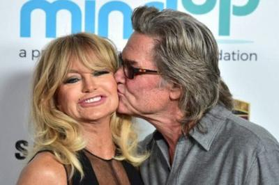 Kate Hudson Shared A Sweet Photo Of Goldie Hawn And Kurt Russell On 'Grandparent Duty'