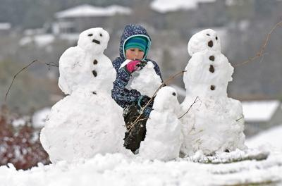 102120-nws-snowmen.jpg