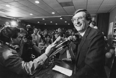 Conrad gives victory speech following 1986 Senate win