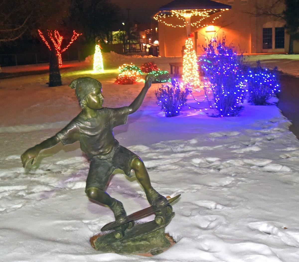 Christmas Lights Bismarck Nd 2020 Bismarck holiday lights tradition begins; another continues