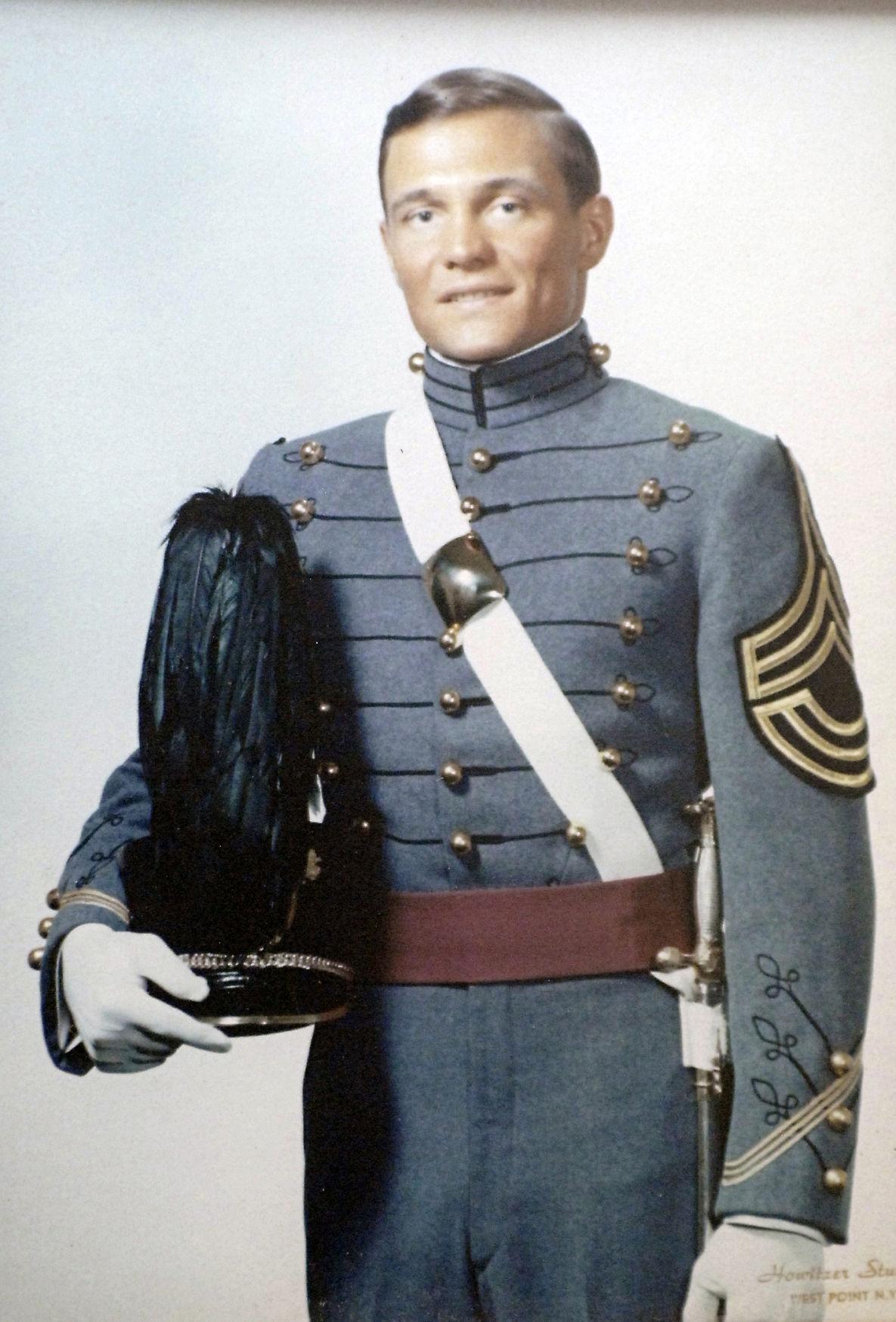 Carlan Kraft as officer