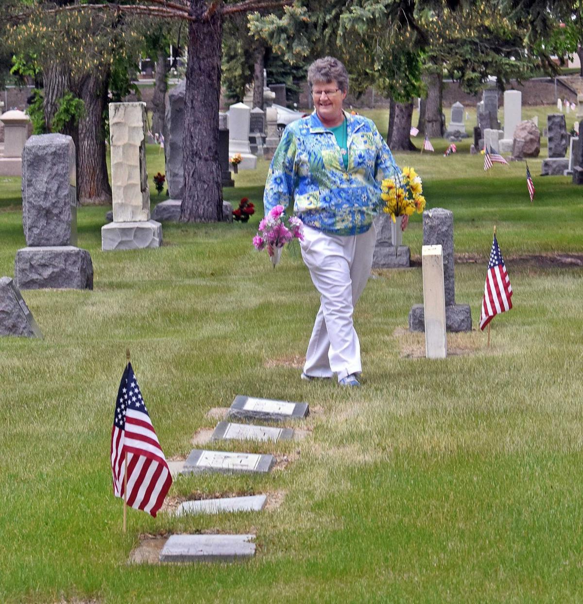 052717-nws-cemetery.jpg