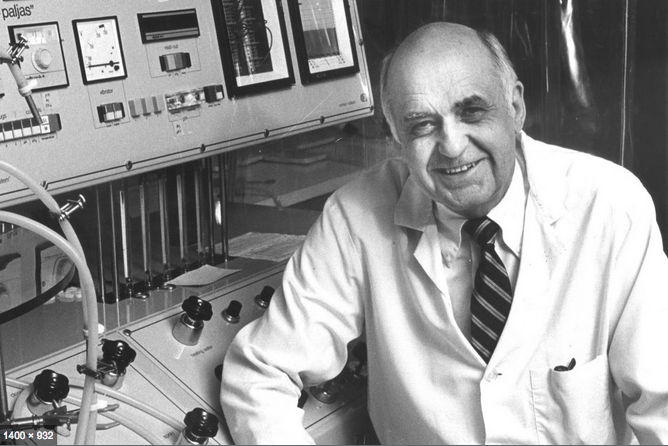 Maurice Hilleman in his lab Use this photo