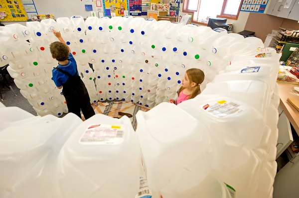 Turbo Igloo lessons: Kindergarten students learn lots from their milk  QY04