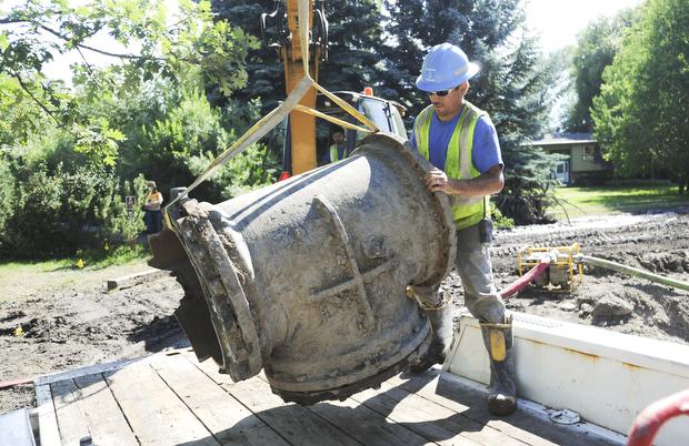 Crews fix water main