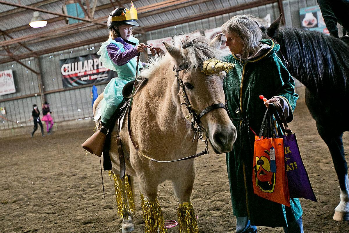 Saddle and Harness Club play day gets makeover for the holiday ...