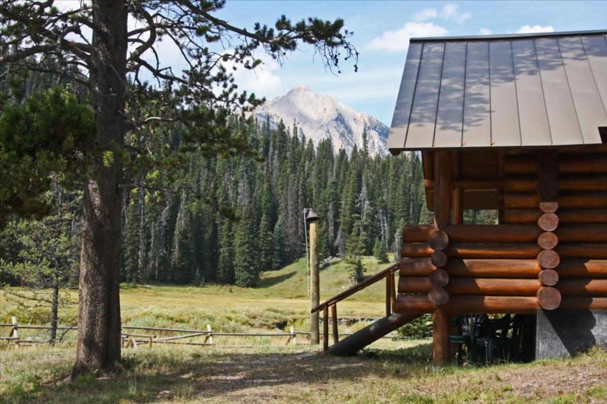 Trapper's Cabin Ranch