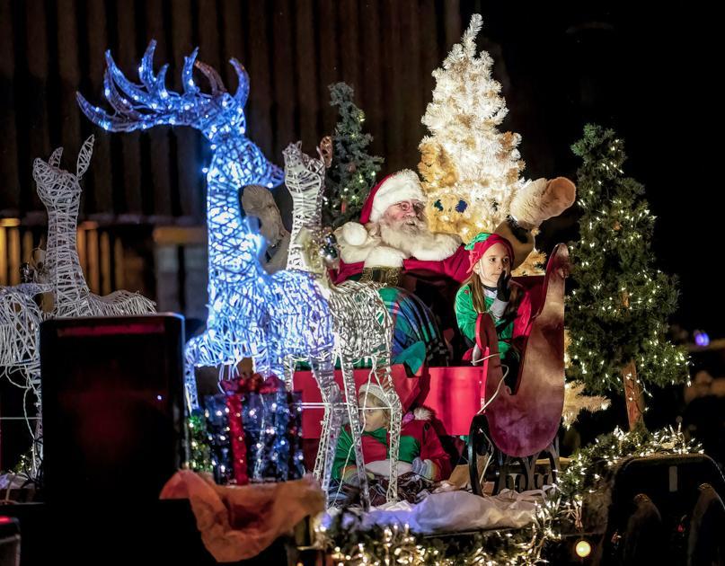Aiken Christmas Parade 2021 Cruisin Into Christmas Parade Helps Residents Ring In The Holidays Bradford Bradfordera Com