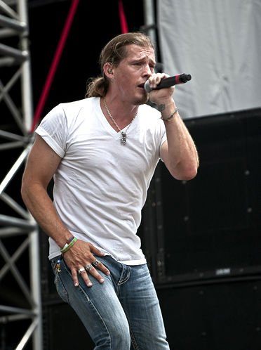 Country Crooner Jason Michael Carroll To Perform During