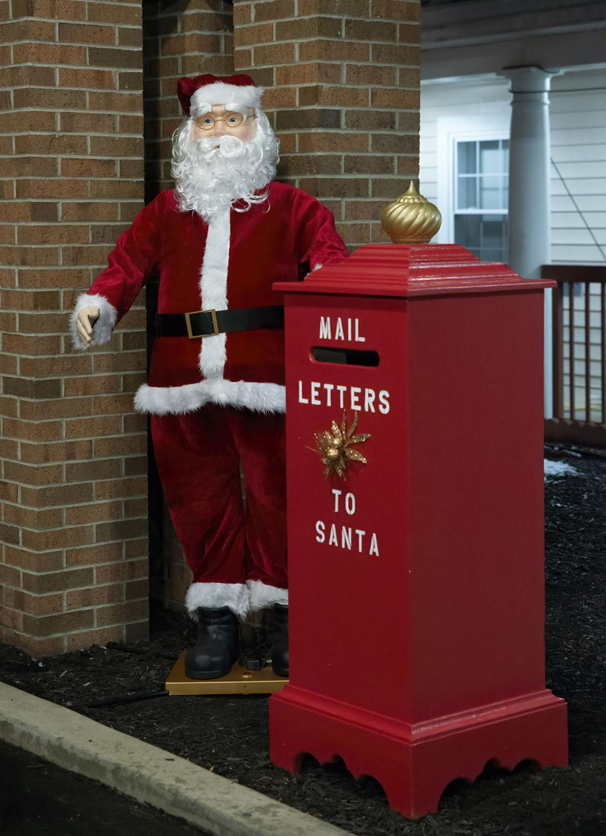 Ecumenical Home enjoys Christmas display, holiday activities