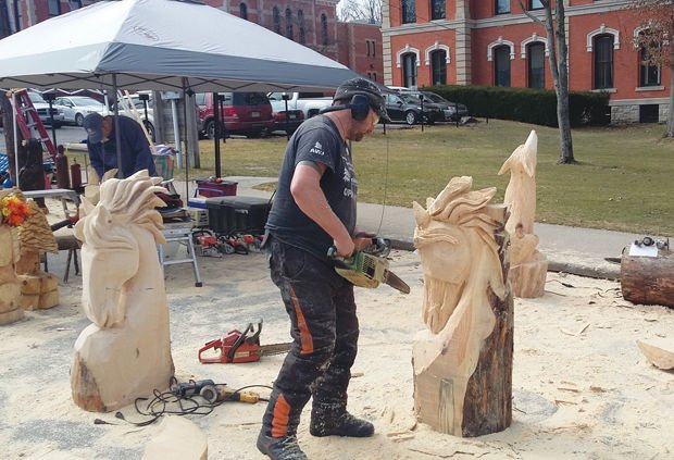 Chainsaw carvers to rendezvous in ridgway news