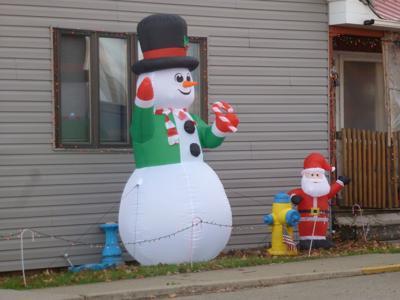 Snowman on green