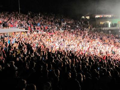 zz top crowd.jpg
