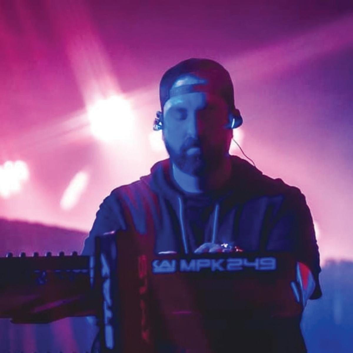 DJ Lux Headshot.jpg
