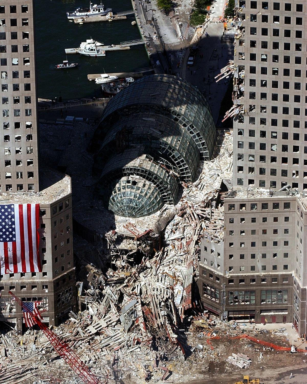 9-11 PHOTOS September_17_2001_Ground_Zero_04_edit.jpg