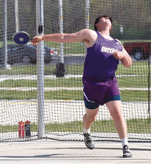 Snyder throws discus